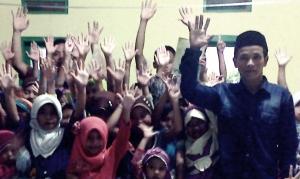 Baban dan Anak-anak Gerakan Kampung Membaca