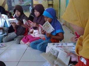 Peserta Larut dalam Bacaan
