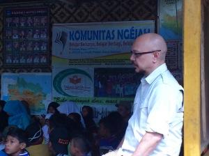 Andy F Noya Menikmati Musikalisasi Puisi Komunitas Ngejah