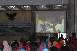 Slide tentang Komunitas Ngejah pada Safari Gerakan Membaca di Pendopo Kabupaten Garut