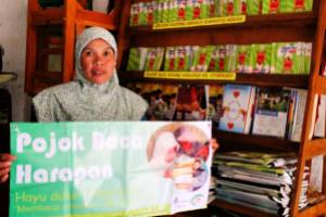 Ibu Idah Pengelola Pojok Baca Harapan