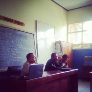 Dr. Mubiar Agustin, M.Pd., bersama Pengwas SD dan PNF Kec. Singajaya