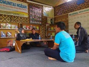Berbincang bersama Dra. Tuti Herawati (Kasi Kursus dan Kelembagaan Bid. PNF Disdik garut)