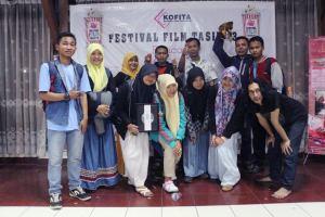 relawan komunitas Ngejah Foto bersama di FFT #3 Rancage