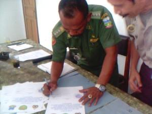 Penandatanganan Penolakan Terhadap Miras dan Narkoba di Mulai Camat Singajaya