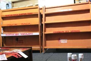 Rak Buku untuk Perpustakaan Desa Sukawangi dan Pojok Baca Kantor Kec. Singajaya