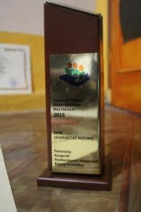 Tropi Penghargaan Pelopor Pemberdayaan Masyarakat Jawa Barat 2015