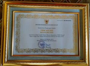 Piagam Penghargaan TBM Kreatif-Rekreatif dari Mendikbud